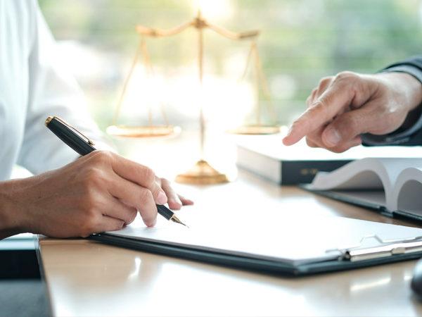 Signature d'un document juridique