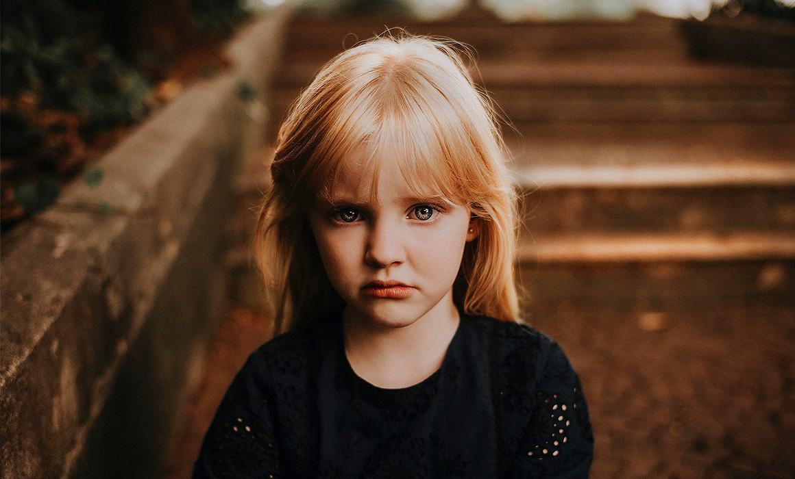 Portrait d'une fillette triste