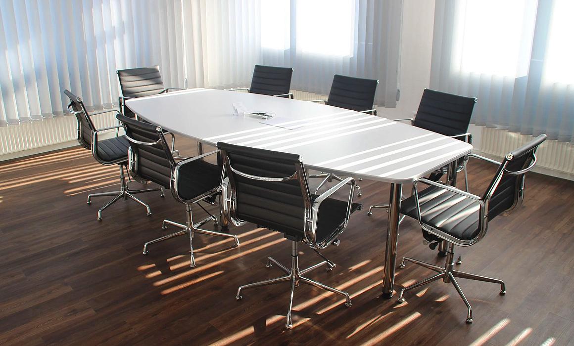 Table de réunion vide