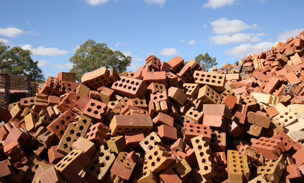 Amoncellement de vielles briques