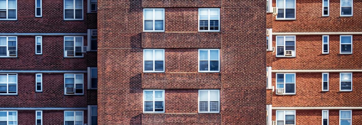 Façades d'immeubles en brique rouge