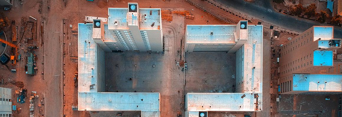 Vue aérienne d'immeubles en construction