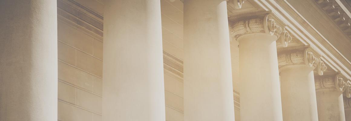 Colonnes bâtiment de justice